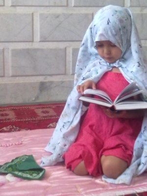 when I pray then my daughter:saba like to do same me :)